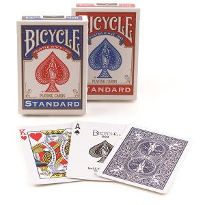 travel-gift-ideas-for-men-playing-cards
