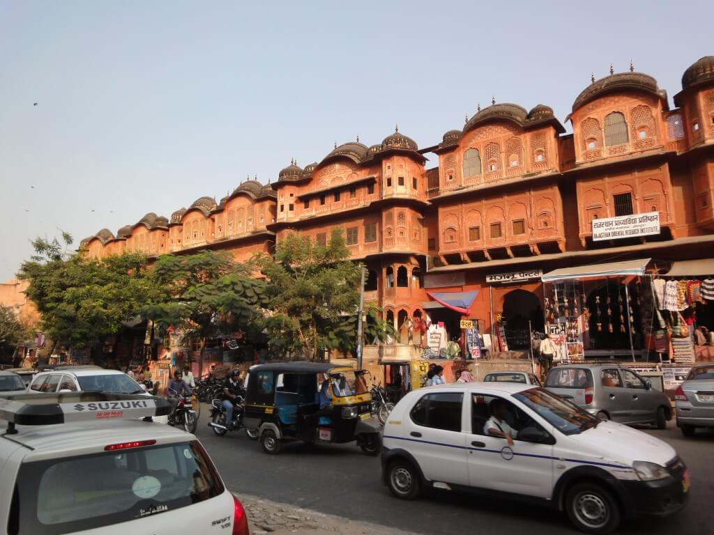 Wander along through the bazaars along Gopinath Marg Gate.