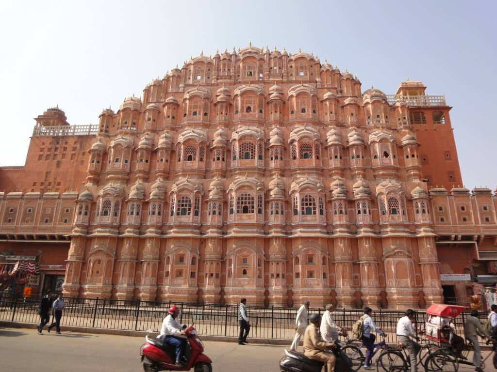 The gorgeous, pink sandstone Hawa Mahal.
