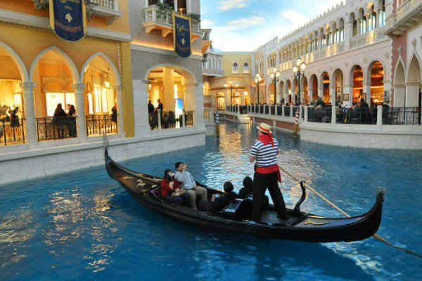 Best-Things-To-Do-In-Las-Vegas-As-A-Couple-Venetian