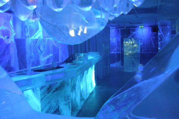 Most-Romantic-Places-In-London-To-Bring-Your-Loved-One-To-This-Valentines-Day-icebar