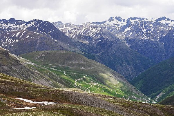 best-motorcycle-road-trips-in-the-alps-col-de-la-bonette