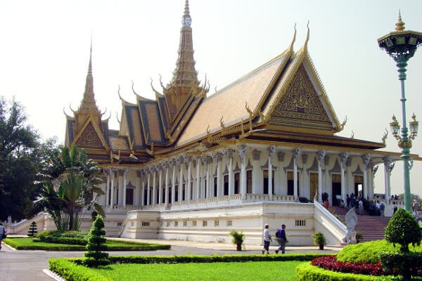 top-places-to-visit-in-phnom-penh-royal-palace