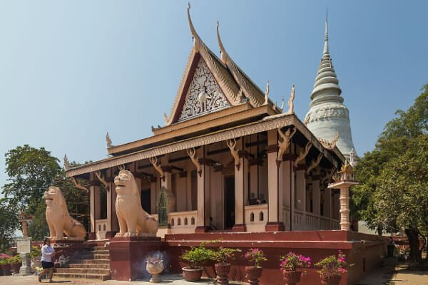 top-places-to-visit-in-phnom-penh-wat-phnom
