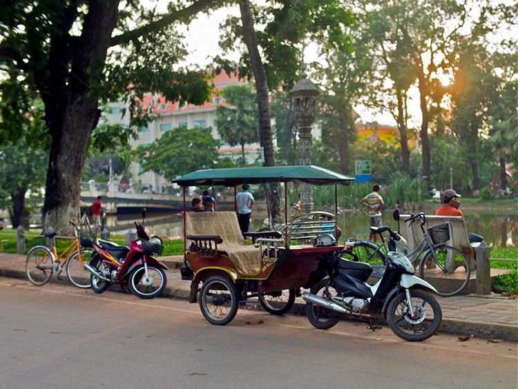 Tuk-tuk in Siem Reap river