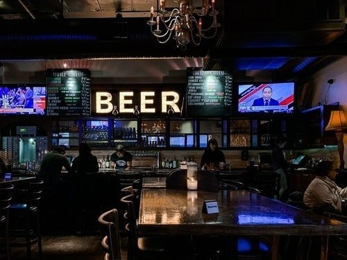 illuminated_beer_sign_in_brewery